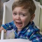Ребёнок плохо засыпает на ночь: причины, пути решения
