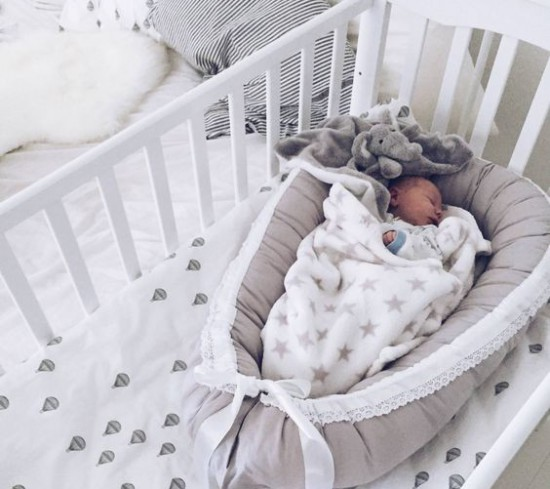 Новорожденный не спит