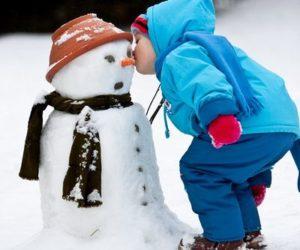 Малыш и снегови
