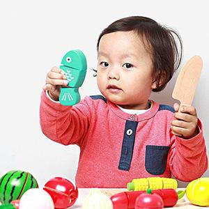 Ребёнок играет