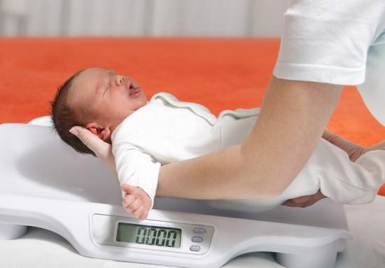 Ребёнок на весах