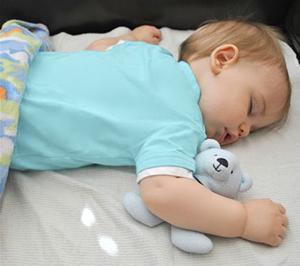 Маленький ребёнок спит