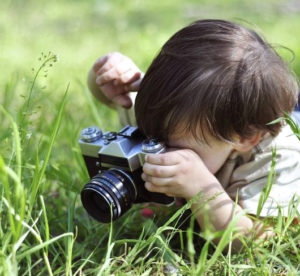 Ребёнок с фотоаппаратом
