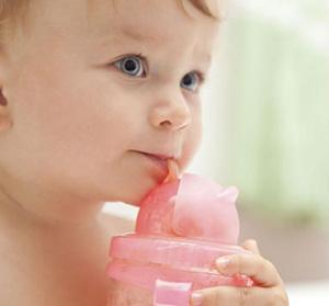 Ребёнок пьёт