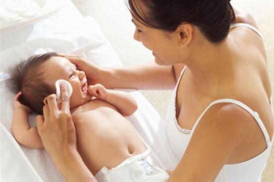 Умываем новорожденного