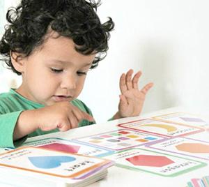 Ребёнок тренирует речь