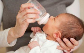 Как приучить ребёнка к бутылочке
