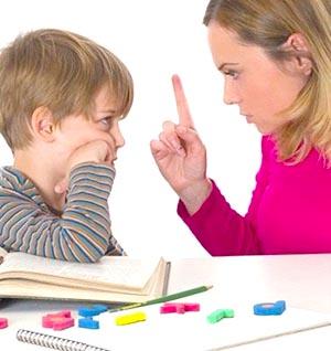 Мама учит ребёнка