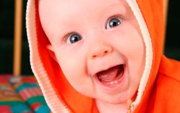 Чем помочь ребёнку когда режутся зубки