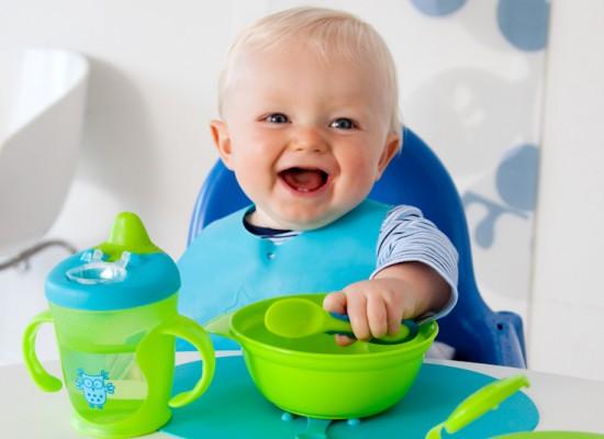 Как научить ребенка кушать самостоятельно ложкой