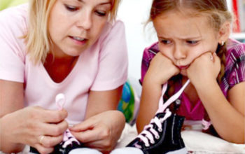 Учим ребёнка завязывать шнурки правильно