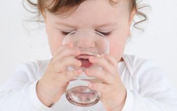 Ребёнок много пьёт воды, почему